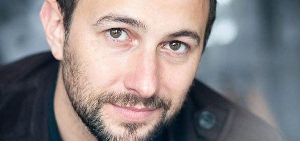 Alexandre Oppecini : sous le déni, la plage
